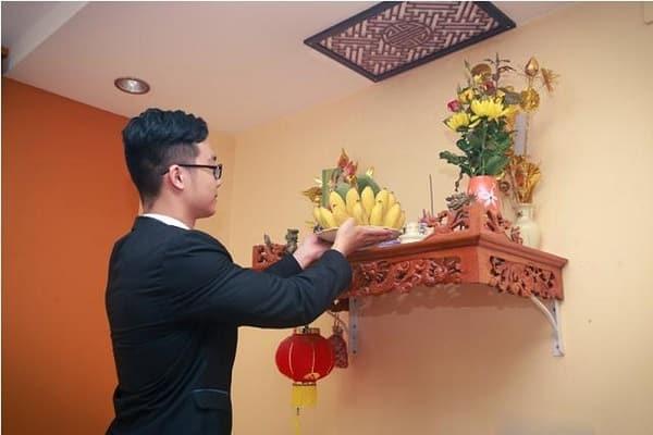bàn thờ phòng trọ