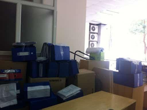 Sử dụng những trang thiết bị chuyên dụng để chuyển văn phòng