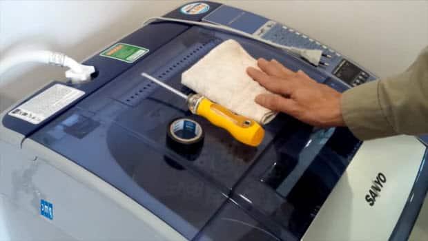 Chuẩn bị những dụ cần thiết để tháo máy giặt