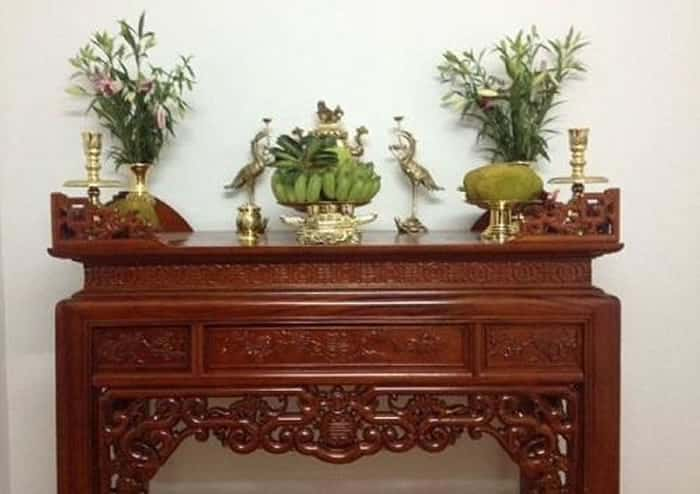 Trong phòng trọ có bàn thờ